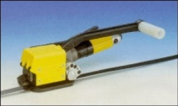 Semi-automatic sealless steel strapping